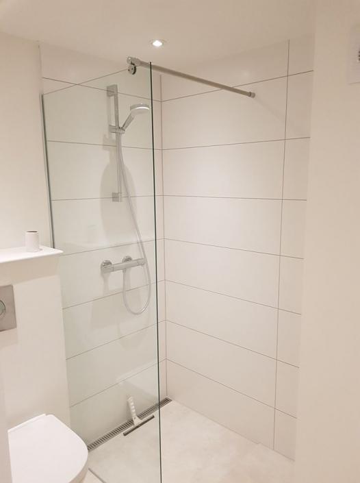 Brusekabine i nyt badeværelse