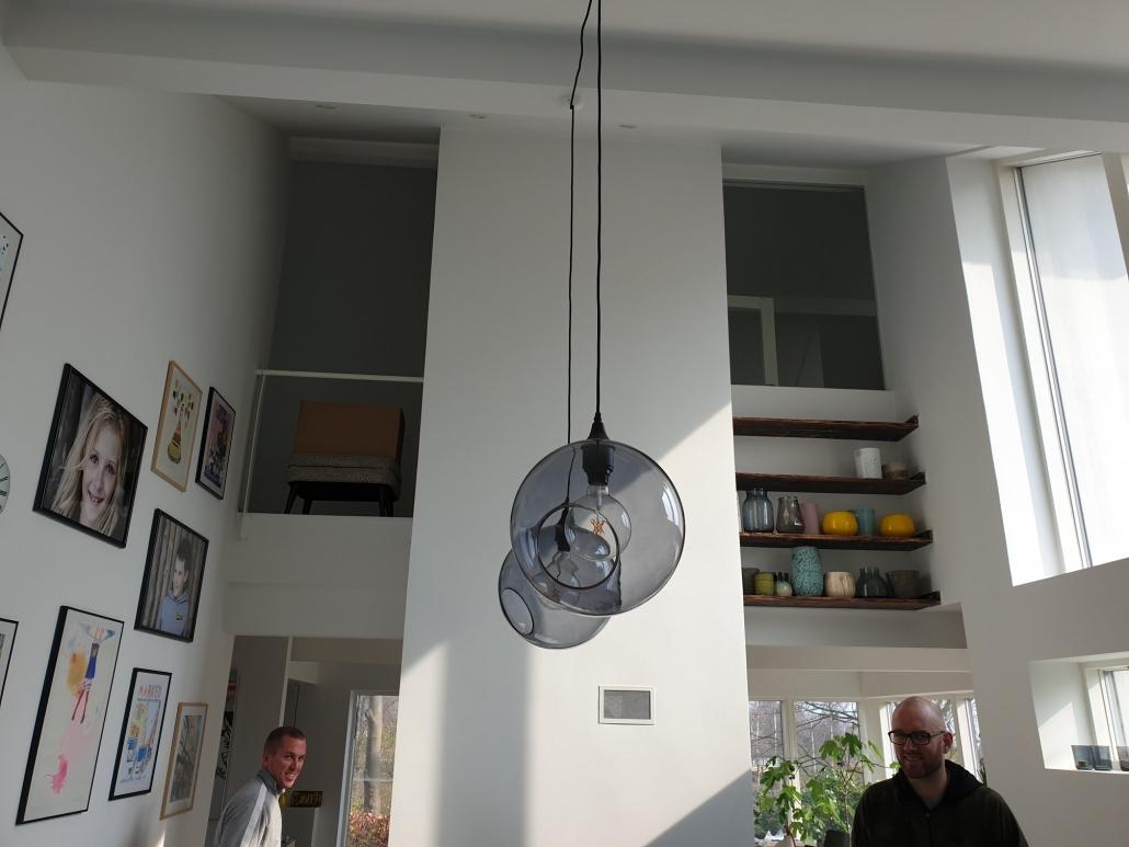 tilbygning med vinduer