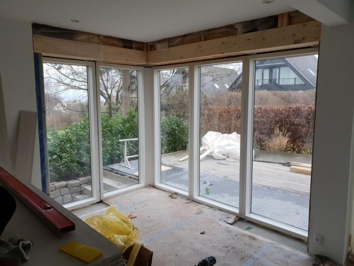 Tilbygning med nye vinduer