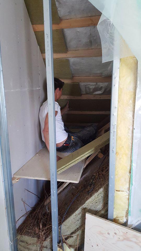 Tømrer renoverer hus