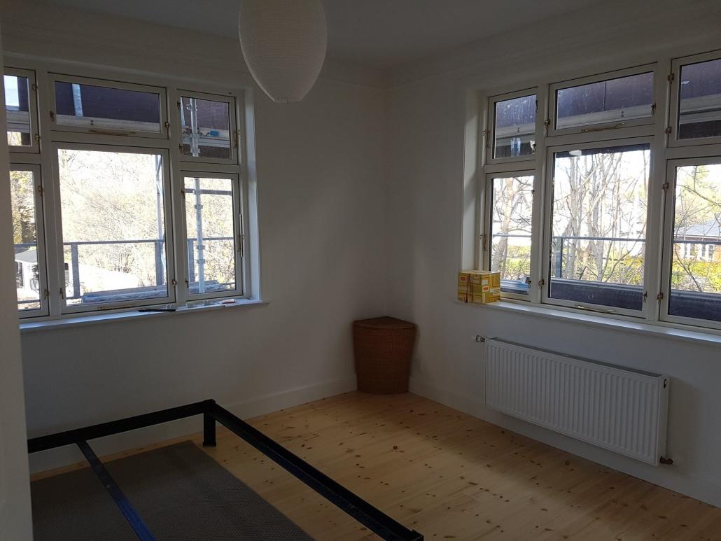 Værelse med vinduer