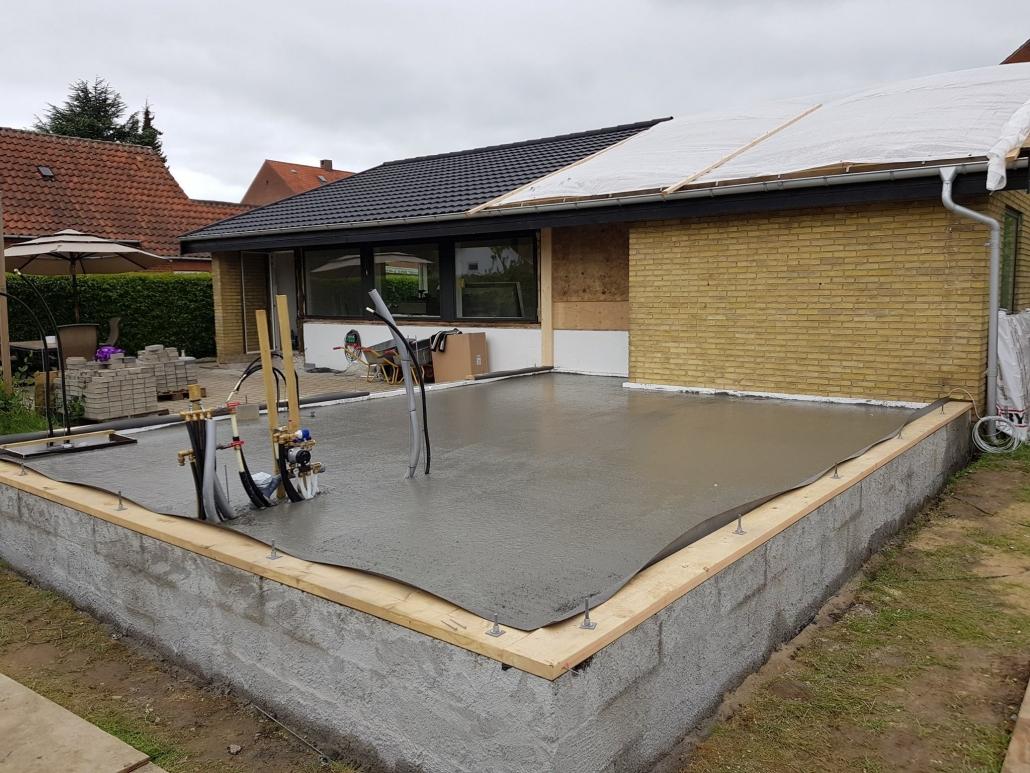 Tømrerfirma bygger tilbygning